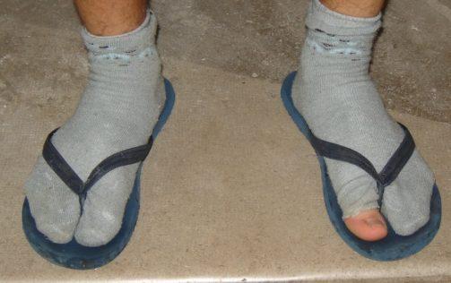 kaos kaki bau