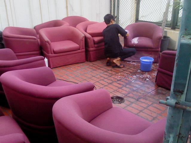 Bersihkan Sofa Lebih Mudah dan Murah dengan Jasa yang Tepat