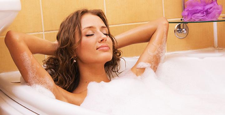 manfaat-mandi-malam-untuk-kesehatan-tubuh-anda